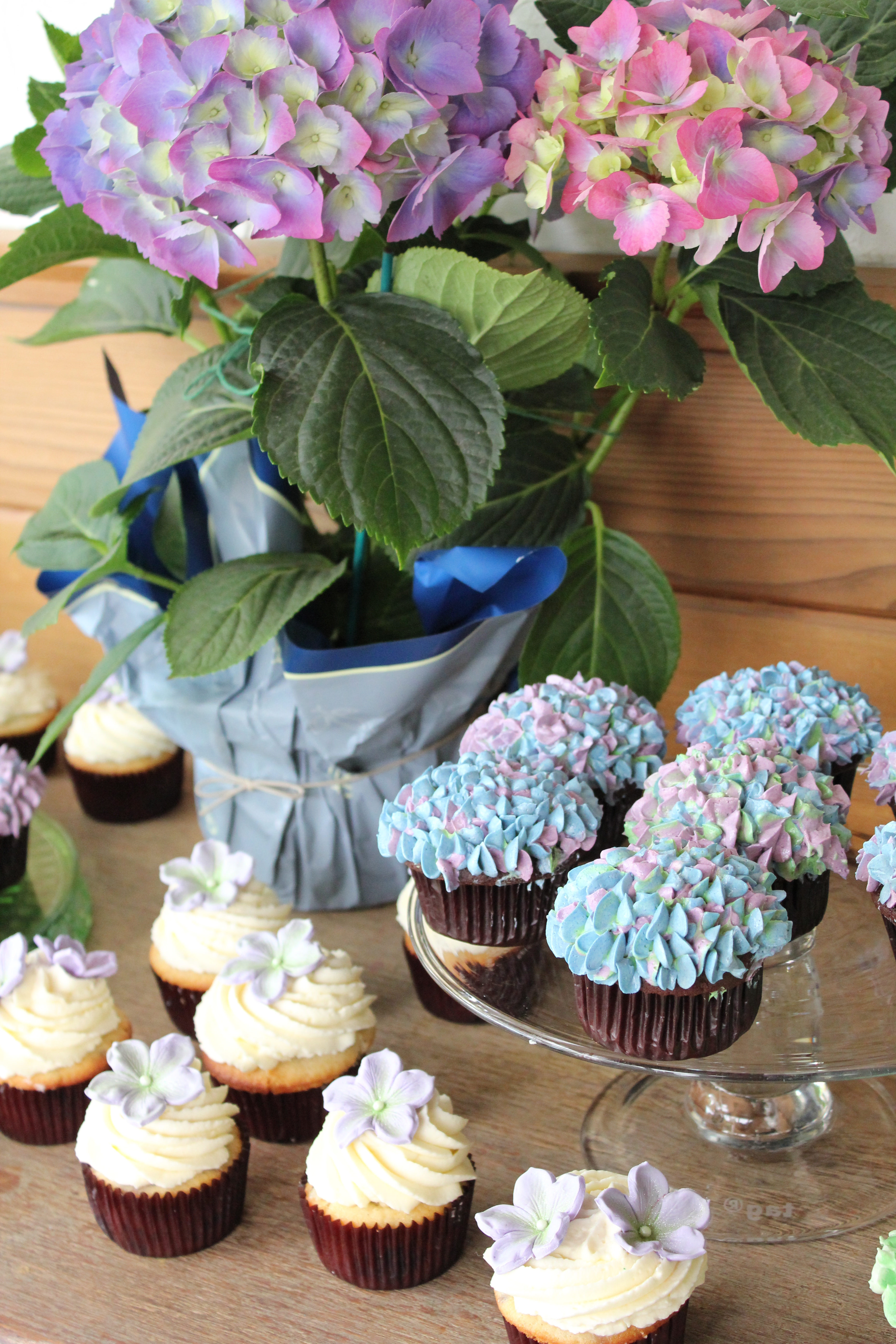 Cupcake Decorating Ideas For Wedding Showers : Bridal Shower Cupcakes There Goes the Cupcake...